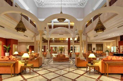 hall entree hotel ramada plaza